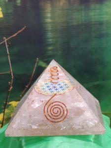 Pirámide Orgonita Selenita 9x9