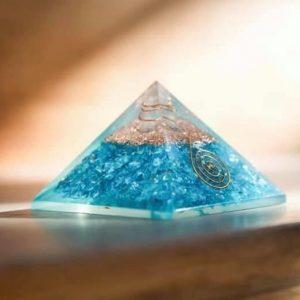 Piramide orgonita lapislazuli flor vida